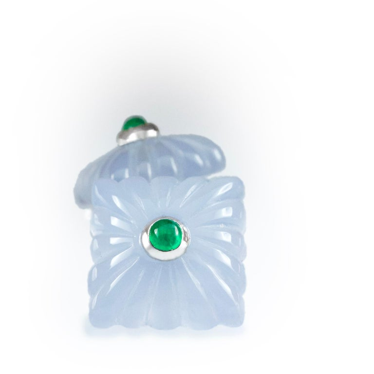 18 Karat White Gold Chalcedony and Emeralds Carved Cufflinks In New Condition For Sale In Milano, IT