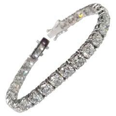 18 Karat White Gold Classic Diamond Tennis Bracelet 20.35 Carat