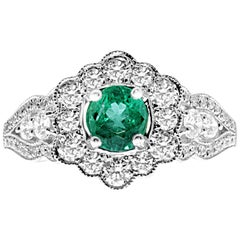 18 Karat White Gold Colombian Emerald and Diamonds Flower Vintage Style Ring