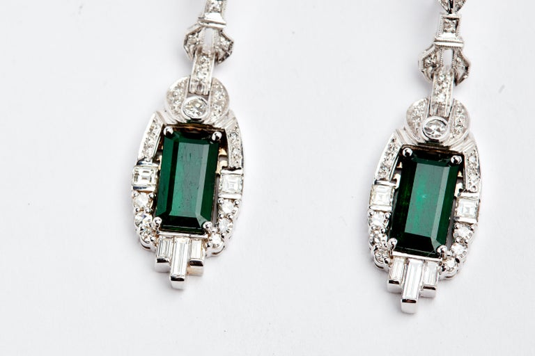 18 Karat White Gold Colombian Emeralds and Diamonds Earrings For Sale 1