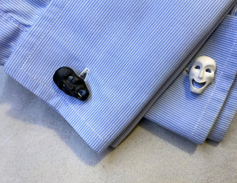 18 Karat White Gold Comedy and Tragedy Theater Masks in Onyx and Agate Cufflinks For Sale 3