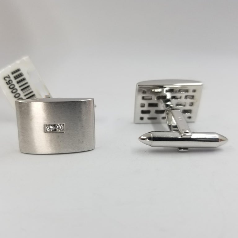 18 Karat White Gold Curved Diamond Cufflinks In Good Condition For Sale In Coral Gables, FL