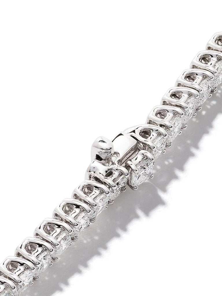 18 Karat White Gold Cushion Diamond Bracelet In New Condition For Sale In Hong Kong, HK