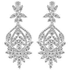 18 Karat White Gold Dangling Brilliant Cut Diamonds Earrings