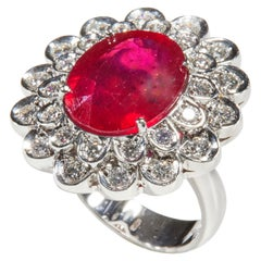 18 Karat White Gold Diamond and Ruby Glass Felt Coktail Ring