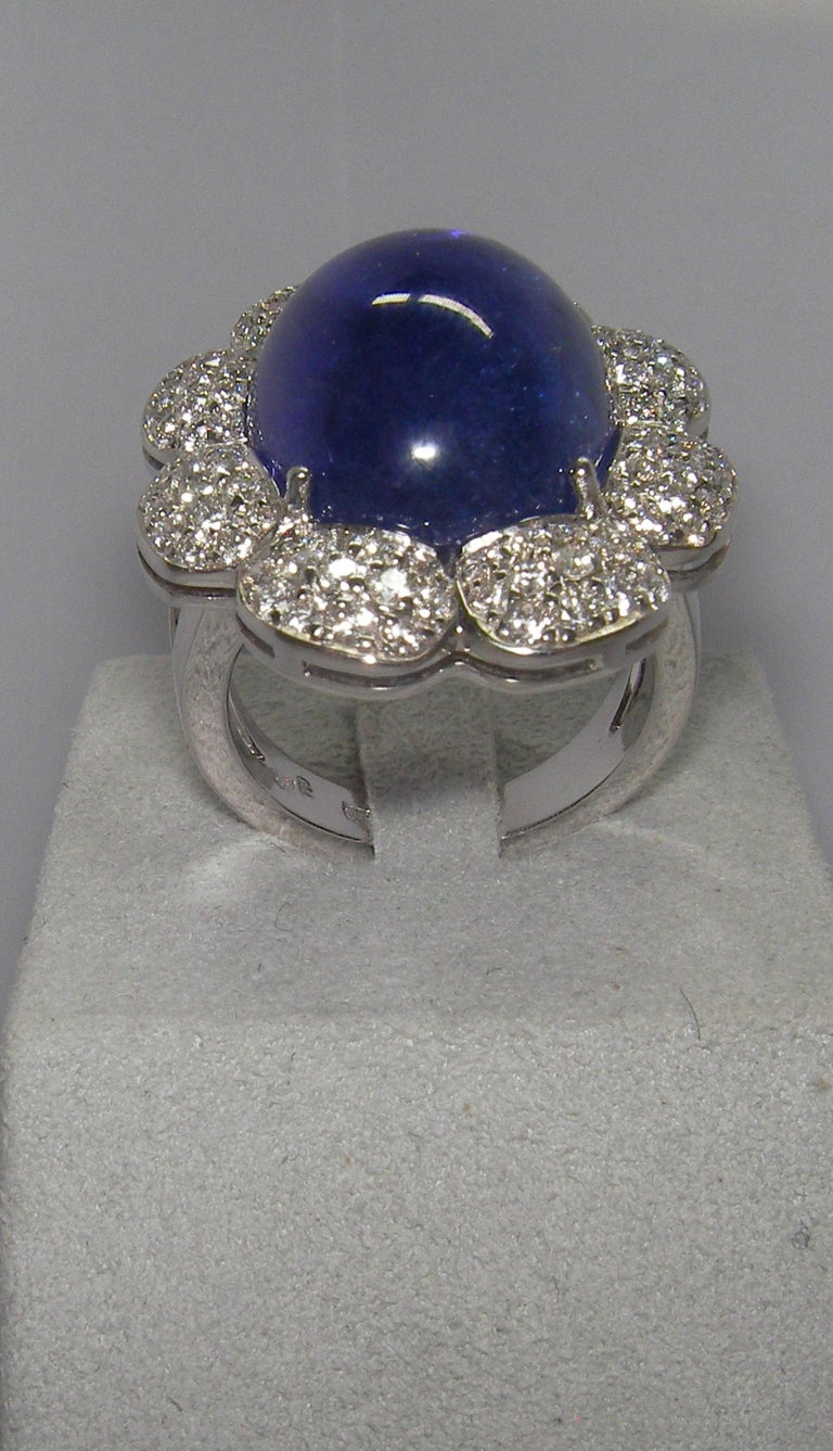 18 Karat White Gold Diamond and Tanzanite Cocktail Ring In New Condition For Sale In Duesseldorf, DK