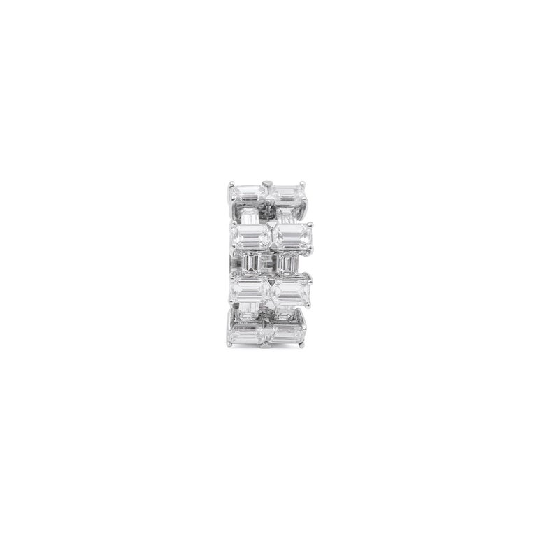Contemporary 18 Karat White Gold Diamond Cocktail Ring For Sale