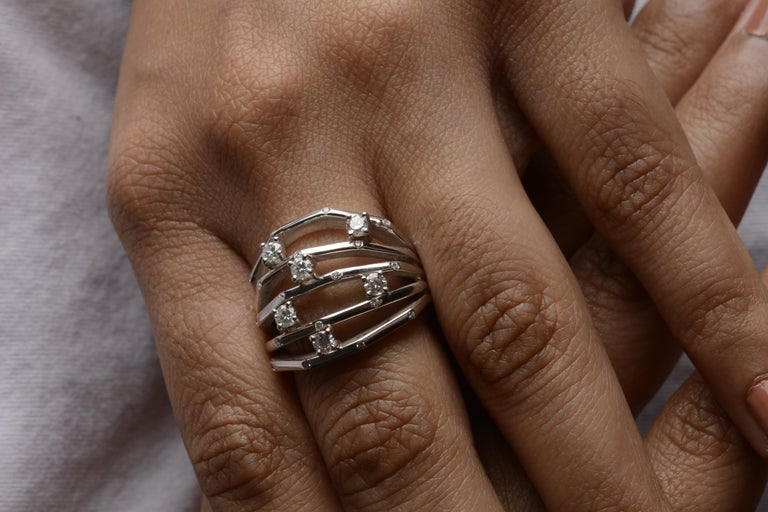 18 Karat White Gold Diamond Cocktail Ring In New Condition For Sale In Mumbai, IN