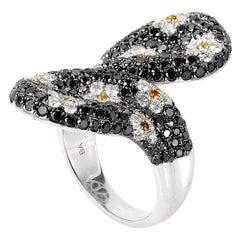 18 Karat White Gold Diamond Daisy Motif Ring