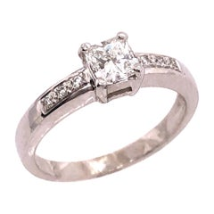 18 Karat White Gold Diamond Engagement Ring 0.80 Total Diamond Weight