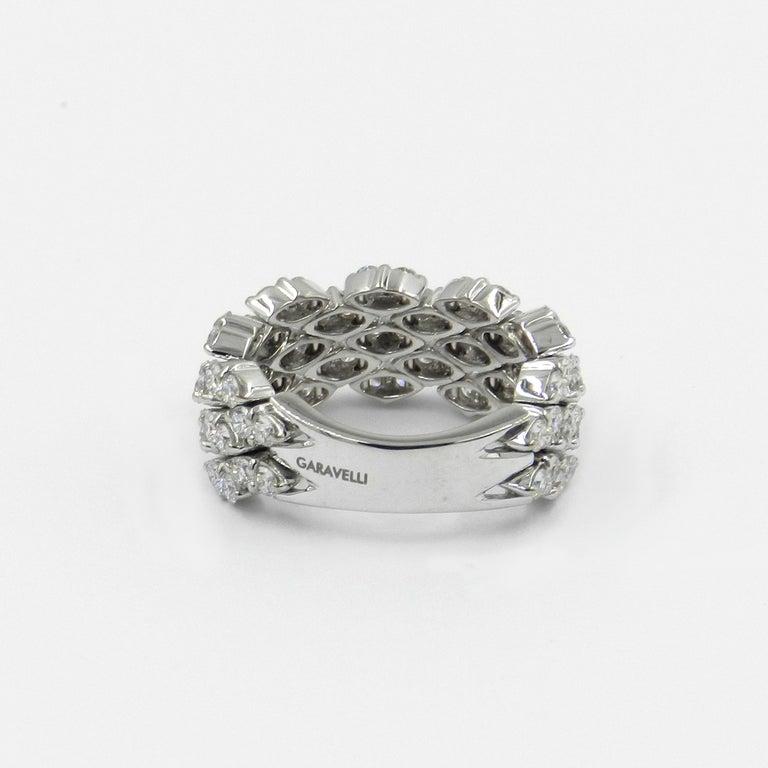 Round Cut 18 Karat White Gold Diamond Flexible Garavelli Ring For Sale