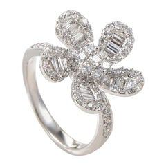 18 Karat White Gold Diamond Flower Ring 20988606