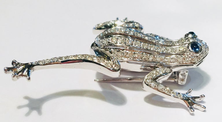 Contemporary 18 Karat White Gold Diamond Frog with Sapphire Cabochon Eyes Moving Limbs Brooch For Sale