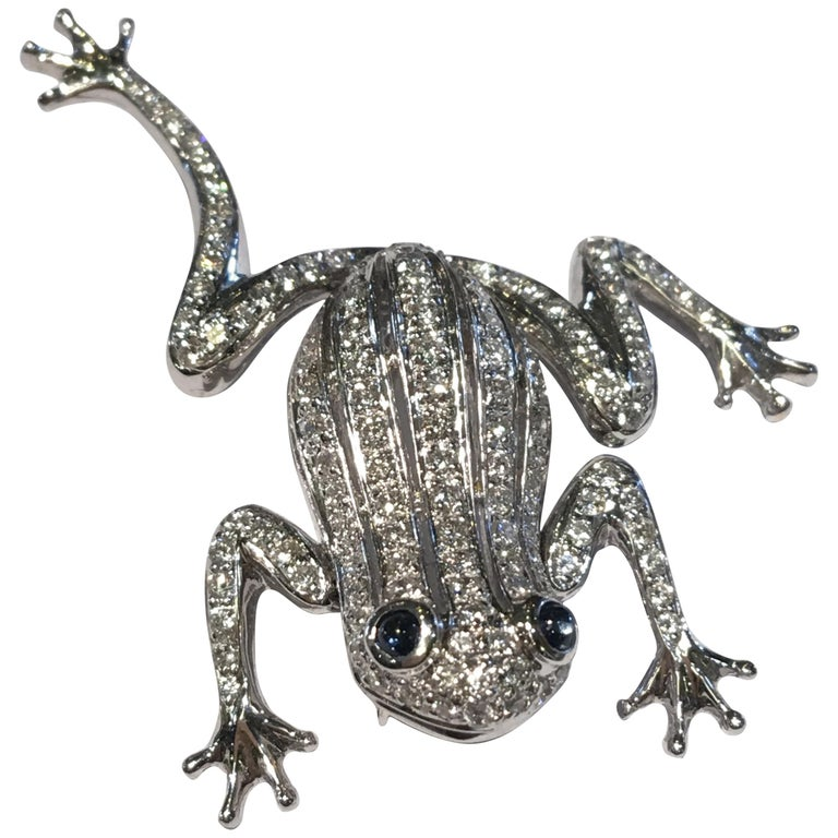18 Karat White Gold Diamond Frog with Sapphire Cabochon Eyes Moving Limbs Brooch For Sale