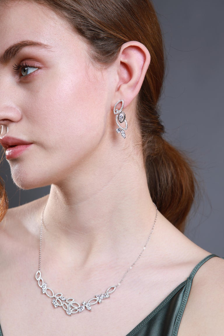 Contemporary 18 Karat White Gold Diamond Garden Necklace For Sale