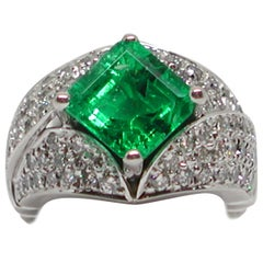 18 Karat White Gold Diamond Green Colombian Emerald Cocktail Engagement Ring