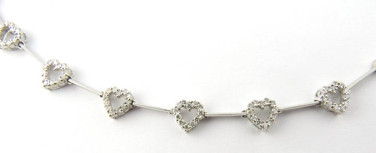 18 Karat White Gold Diamond Heart Necklace In Excellent Condition For Sale In Washington Depot, CT