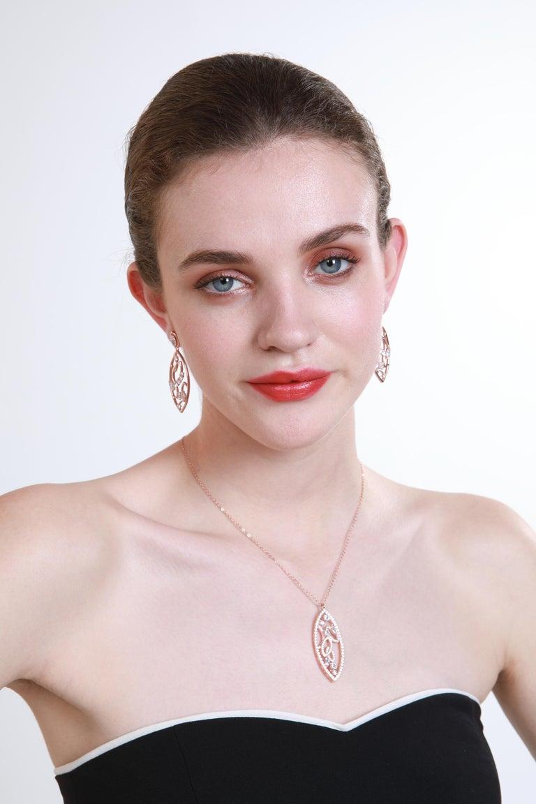 18 Karat White Gold Diamond Lattice Pendant Necklace In New Condition For Sale In London, GB