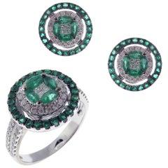 18 Karat White Gold Diamond Medium Emerald Circle Earring Ring Set