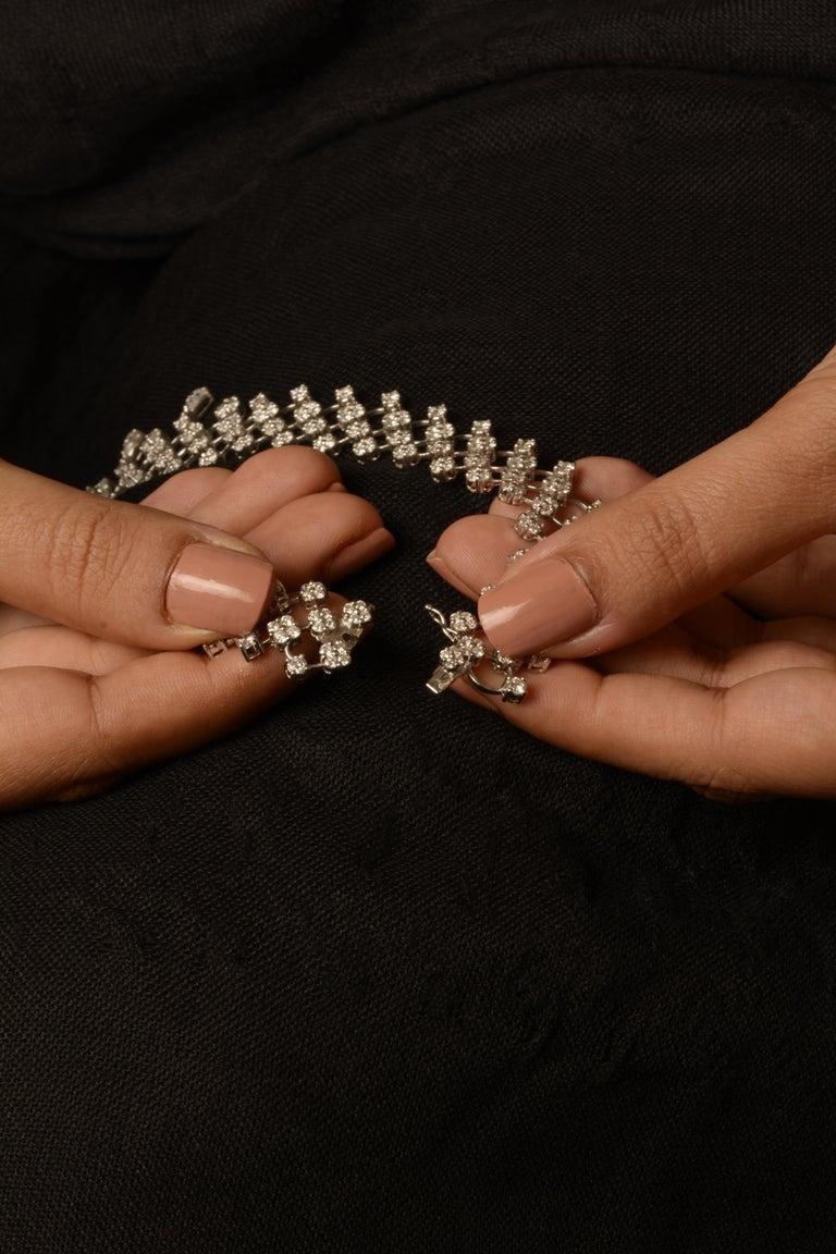 Contemporary 18 Karat White Gold Diamond Necklace For Sale