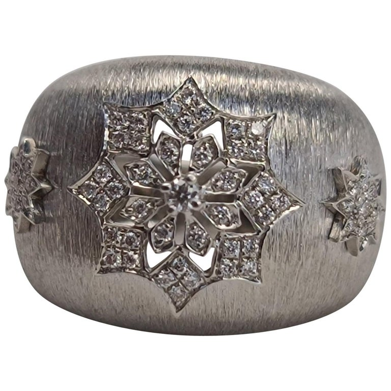 18 Karat White Gold Diamond Snowflake Ring in Florentine Finish For Sale