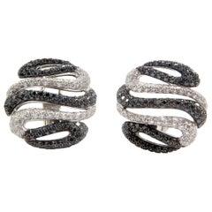 18 Karat White Gold Diamond Stud Earrings