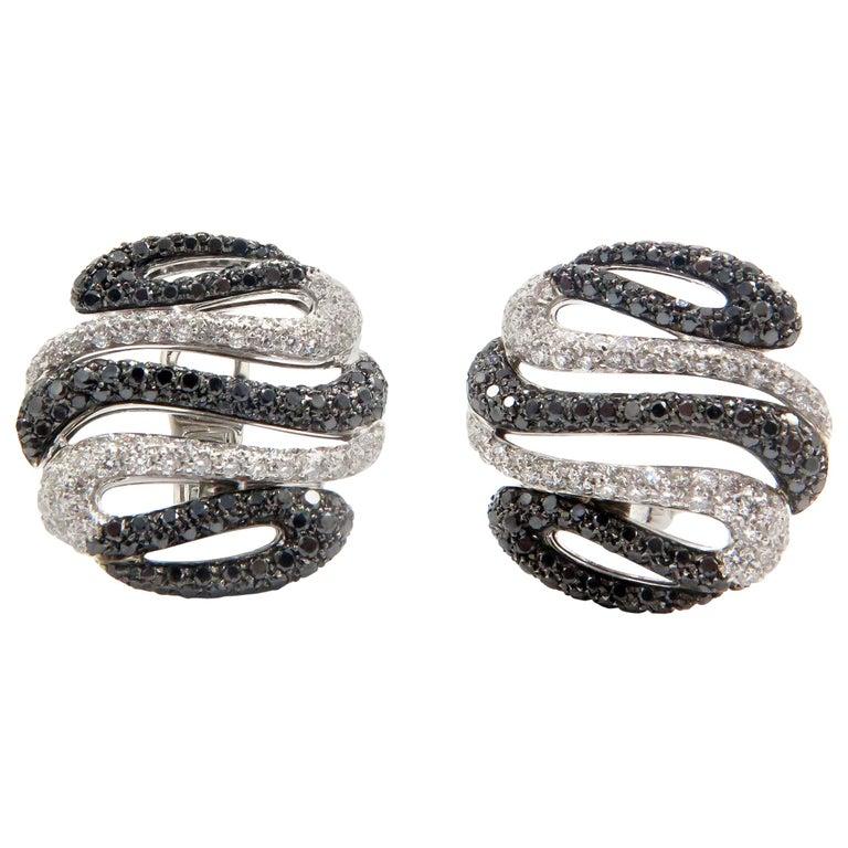 18 Karat White Gold Diamond Stud Earrings For Sale