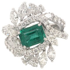 18 Karat White Gold Diamonds and Emerald Ring Made in Italy