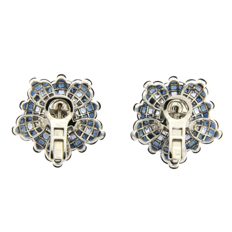 18 Karat White Gold Diamonds Invisible Set 34.26 Carat Blue Sapphire Earrings In Excellent Condition For Sale In Los Angeles, CA