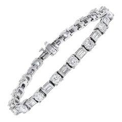 18 Karat White Gold Elegant Diamond Tennis Bracelet