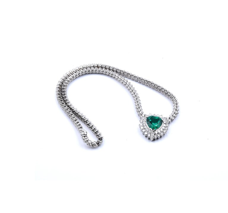 18 Karat White Gold Emerald and Diamond Heart Necklace In Excellent Condition For Sale In Scottsdale, AZ