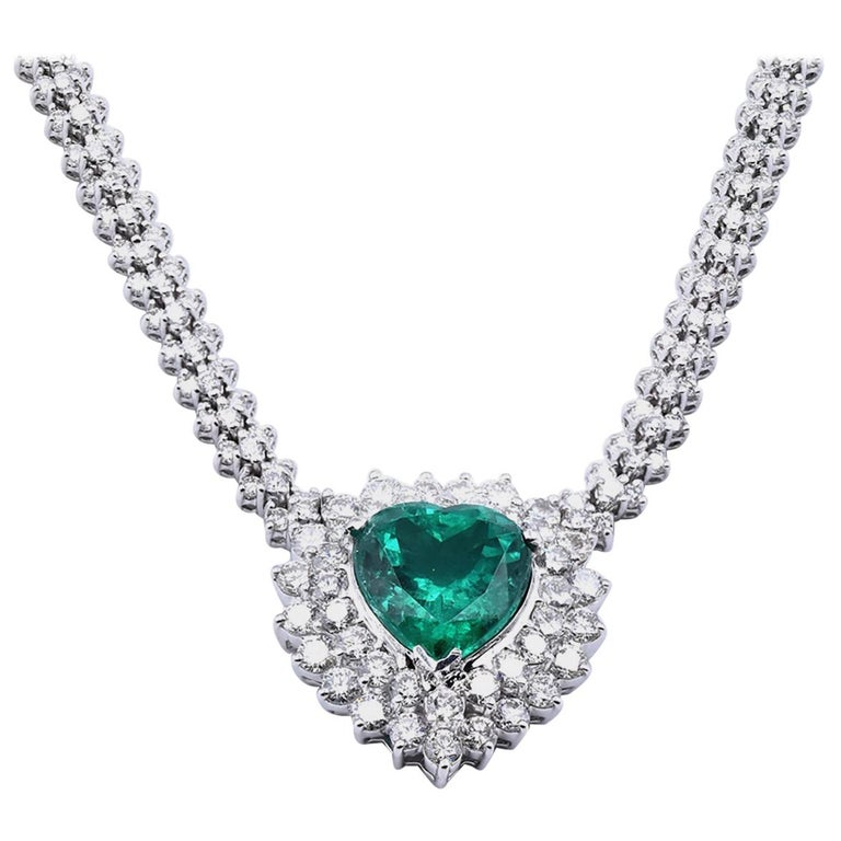 18 Karat White Gold Emerald and Diamond Heart Necklace For Sale