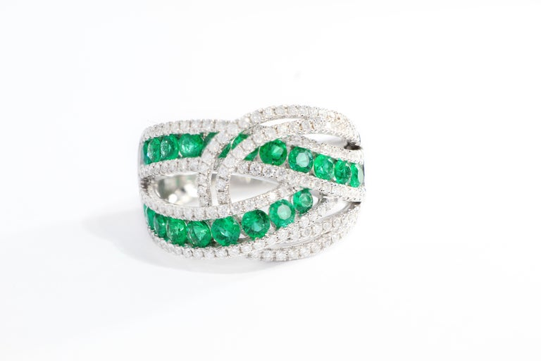 Contemporary 18 Karat White Gold Emerald and Diamond Ring For Sale