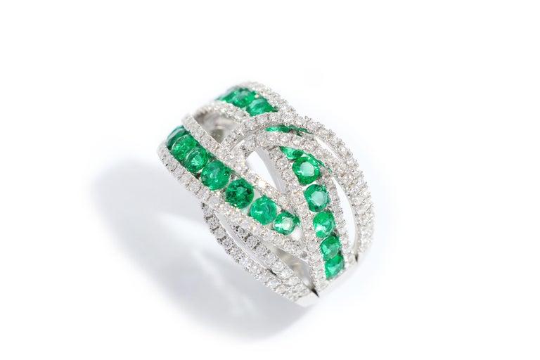 Brilliant Cut 18 Karat White Gold Emerald and Diamond Ring For Sale