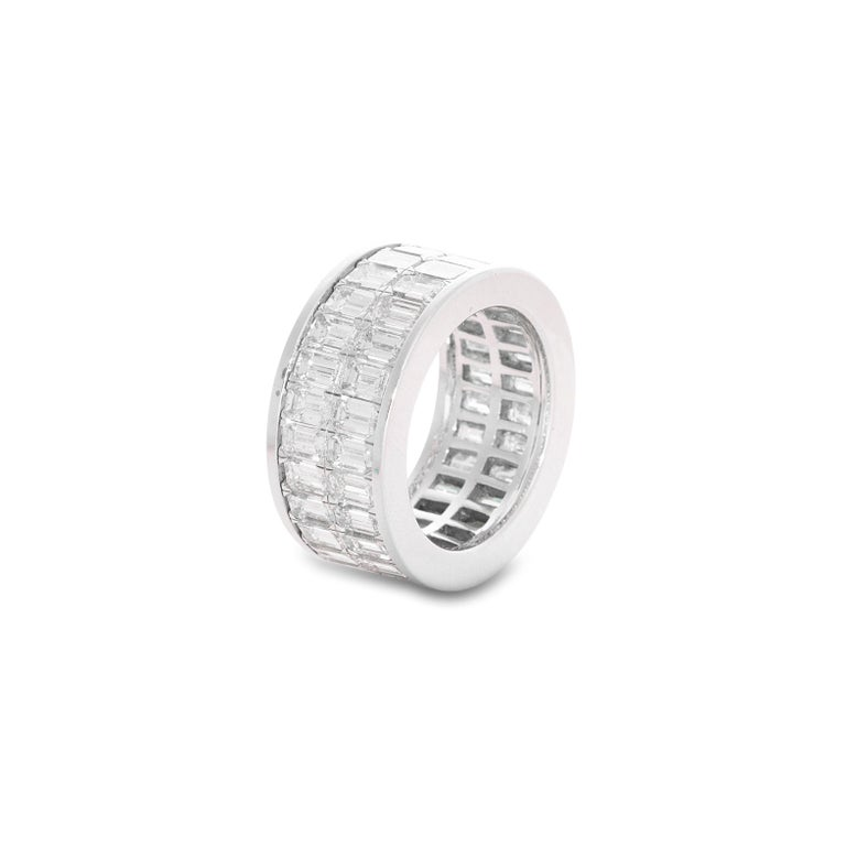 18 Karat White Gold Emerald Cut Diamond Eternity Band In Good Condition For Sale In Mumbai, IN