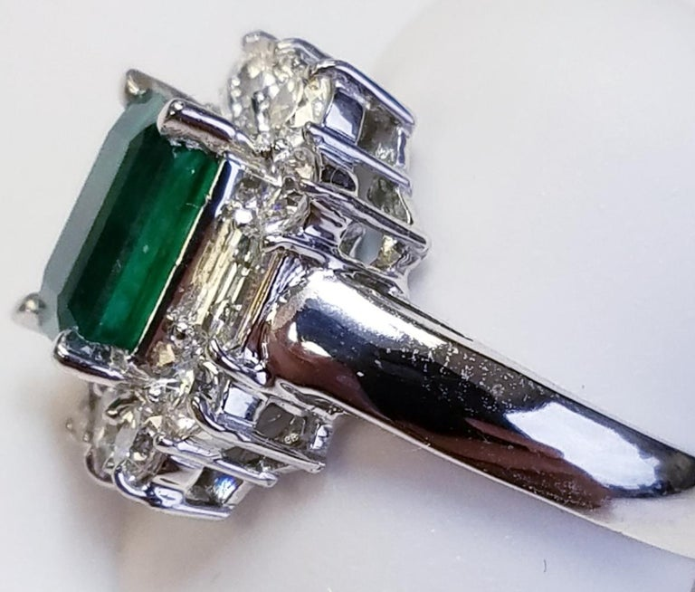 Contemporary 18 Karat White Gold Emerald Cut Emerald and Diamond Ring For Sale