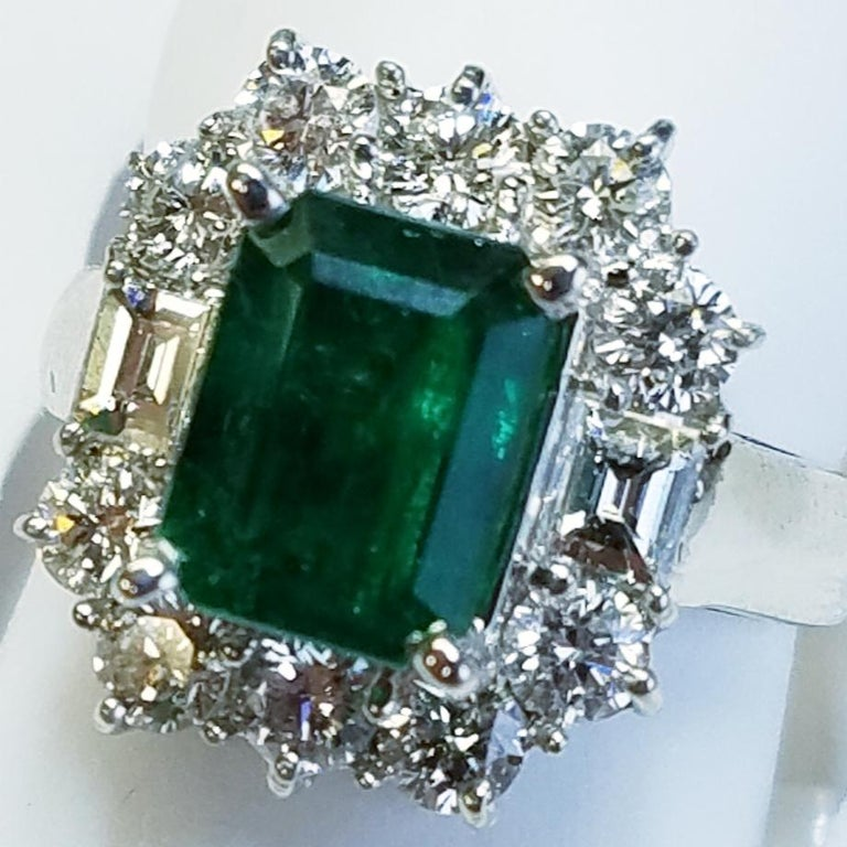 18 Karat White Gold Emerald Cut Emerald and Diamond Ring In New Condition For Sale In Great Neck, NY