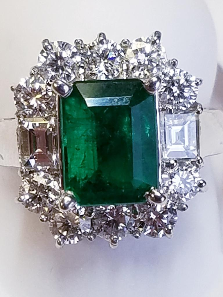 18 Karat White Gold Emerald Cut Emerald and Diamond Ring For Sale 1