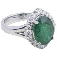 18 Karat White Gold Emerald Fashion Ring
