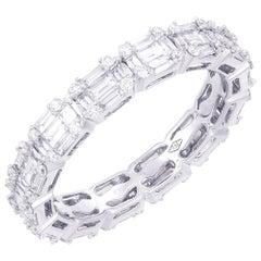18 Karat White Gold Emerald Illusion Diamond Wedding Band