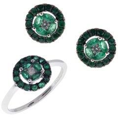 18 Karat White Gold Emerald Small Classic Circle Stud Earring Ring Set