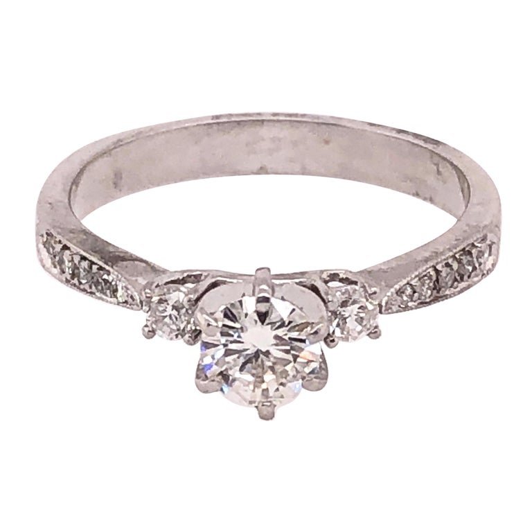 18 Karat White Gold Engagement Ring 1.00 Total Diamond Weight For Sale