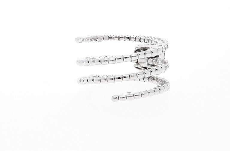 18 Karat White Gold Extendable Ring with Diamonds and Emerald For Sale 6