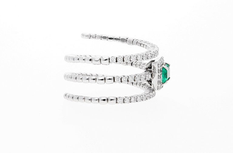18 Karat White Gold Extendable Ring with Diamonds and Emerald For Sale 8