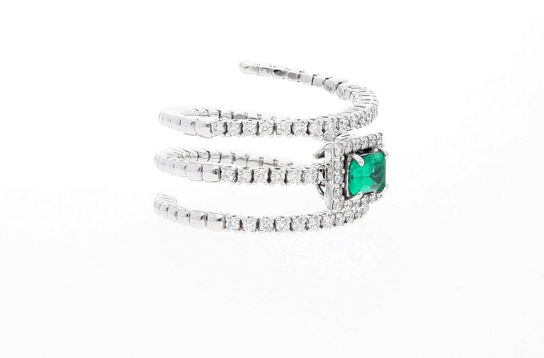 18 Karat White Gold Extendable Ring with Diamonds and Emerald For Sale 9