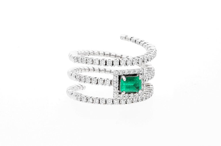 18 Karat White Gold Extendable Ring with Diamonds and Emerald For Sale 10