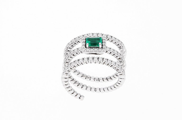 18 Karat White Gold Extendable Ring with Diamonds and Emerald For Sale 11
