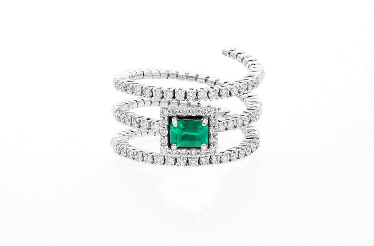 Modern 18 Karat White Gold Extendable Ring with Diamonds and Emerald For Sale