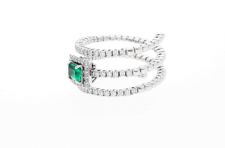 Women's 18 Karat White Gold Extendable Ring with Diamonds and Emerald For Sale