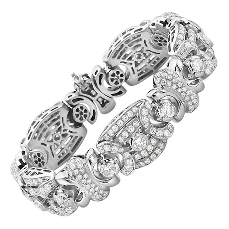 18 Karat White Gold Fashion Diamond Bracelet For Sale